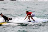 Sarah Michelle Gellar Surfing Candids In Hawaii December 31, 2007 (Non-Bikini)