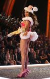 th_37017_Victoria05s_Secret_Fashion_Show_2007_HQ_03_03_122_1156lo.jpg