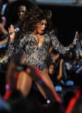 BEYONCE'S NIGHT AT MTV VMA '09 Th_98563_beyonce_Celebutopia_net_3204_122_2lo