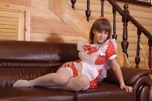 http://img28.imagevenue.com/loc444/th_105203964_tduid300163_Silver_Sandrinya_maid_1_070_122_444lo.JPG
