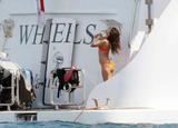 th_28594_eva_longoria_bikini_forum.ns4w.org_31_122_608lo - Hallelujah, Eva Longoria ressort le bikini